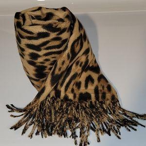 Soft Leopard Print Scarf   O Diva   NWT